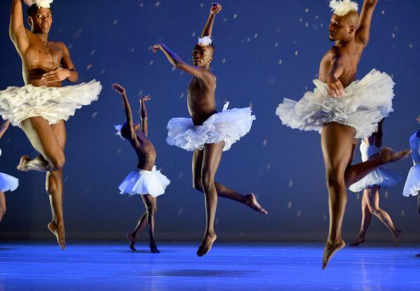 Tancerze podczas próby baletu Jezioro Łabędzie w Nowym Jorku - Sputnik Polska