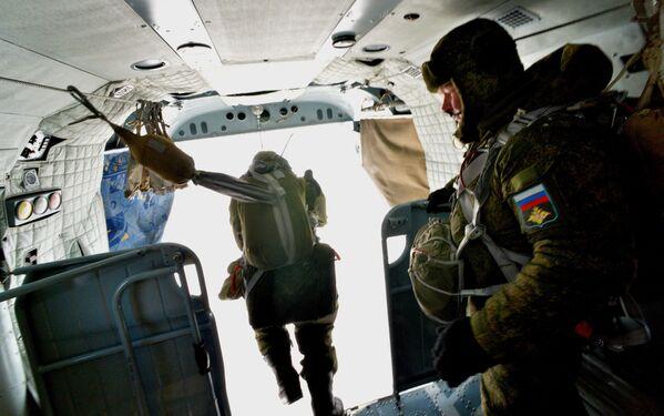 Desantowcy podczas ćwiczeń wojskowych - Sputnik Polska