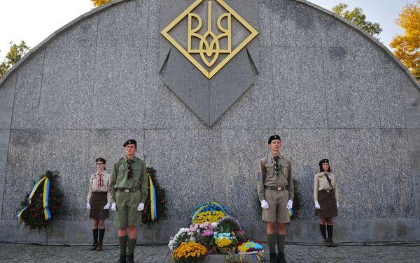 Obchody rocznicy utworzenia UPA, Ukraina. Warta honorowa przy pomniku nieznanego żołnierza UPA. - Sputnik Polska
