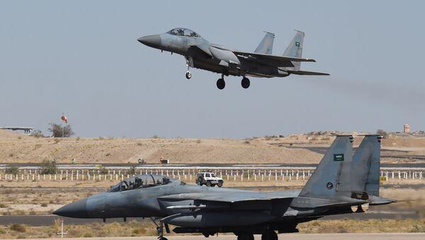 Saudische F-15-Kampfflugzeuge - Sputnik Polska