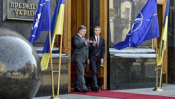 Prezydent Ukrainy Petro Poroszenko i sekretarz generalny NATO Jens Stoltenberg - Sputnik Polska