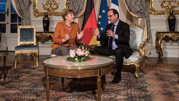 Prezydent Francji Francois Hollande i kanclerz Niemiec Angela Merkel na spotkaniu w Strasburgu - Sputnik Polska