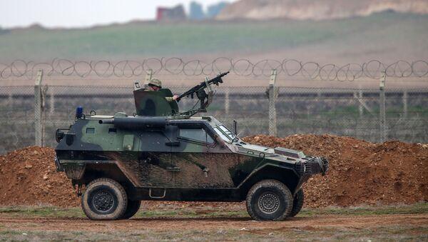 Samochód wojskowy na turecko-syryjskiej granicy - Sputnik Polska