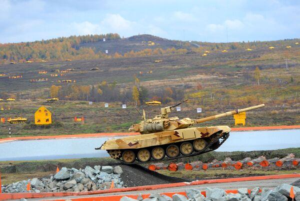 Czołg T-90 na IX Międzynarodowej wystawie broni Russian Expo Arms-2013 - Sputnik Polska
