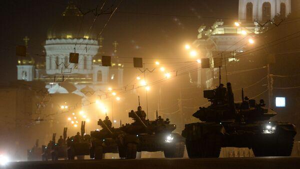 Czołgi T-90 podczas próby generalnej Defilady Zwycięstwa w Moskwie - Sputnik Polska