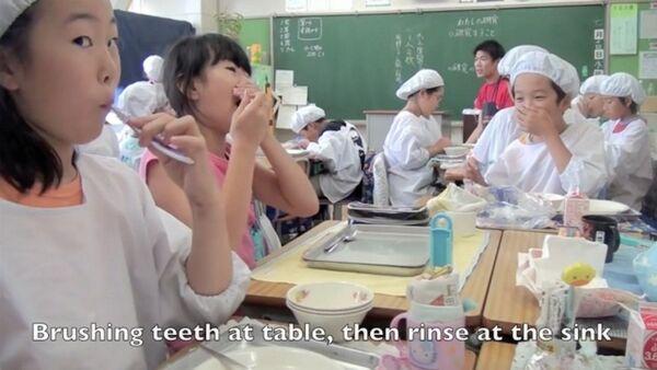 Obiad w szkole w Japonii - Sputnik Polska