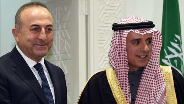 Minister spraw zagranicznych Turcji Mevlut cavusoglu i minister spraw zagranicznych Arabii Saudyjskiej Adel al-Jubeir - Sputnik Polska