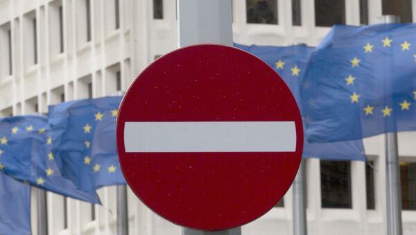 Flagi UE przed siedzibą Wspólnoty w Brukseli - Sputnik Polska
