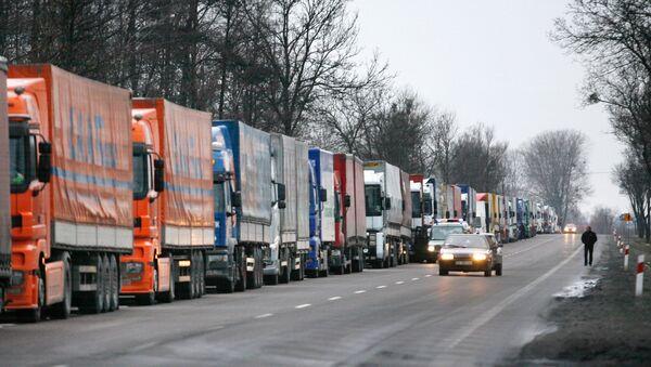 Kolejna przed przejściem w Dorohusku - Sputnik Polska