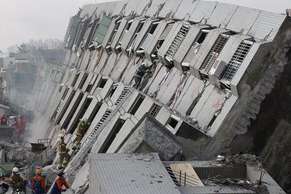 Skutki trzęsienia ziemi na Tajwanie - Sputnik Polska