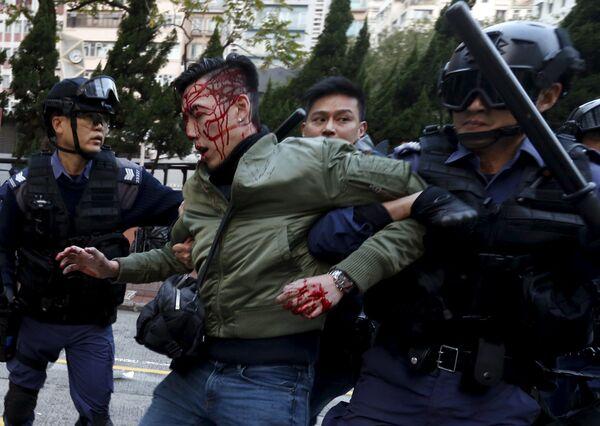 Uczestnik protestów w Hongkongu - Sputnik Polska