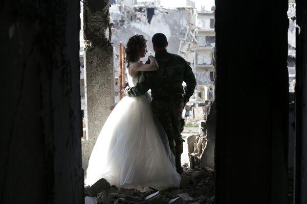 Sesja ślubna w zburzonym Himsie, Syria - Sputnik Polska