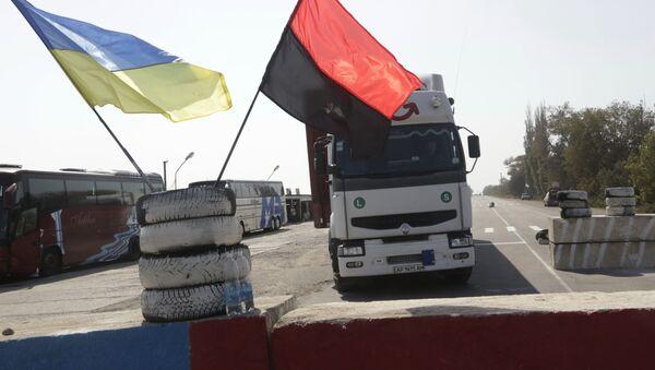 Blokada rosyjskich ciężarówek w obwodzie zakarpackim na Ukrainie - Sputnik Polska