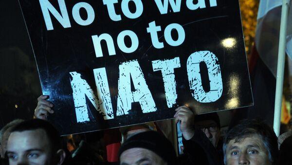 Protestujący przeciwko wejściu Czarnogóry do NATO w Podgoricy - Sputnik Polska