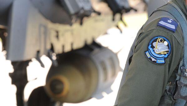 Saudyjski pilot przy myśliwcu F-15 - Sputnik Polska