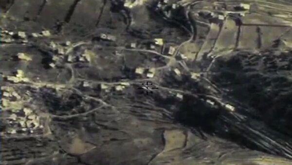 Zniszczenie przez Siły Lotniczo-Kosmiczne Rosji punktu strategicznego bojowników w prowincji Latakia - Sputnik Polska