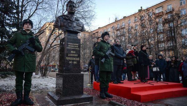 Otwarcie popiersia generała Iwana Czerniachowskiego w Moskwie - Sputnik Polska