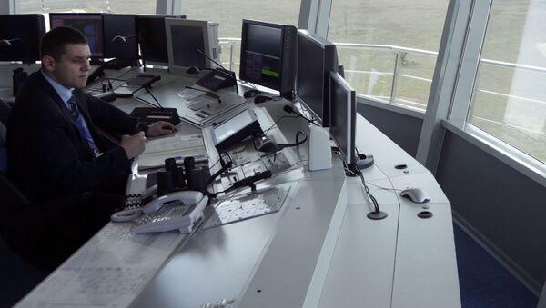 Pracownik Centrum Kontroli Lotów lotniska Symferopol - Sputnik Polska