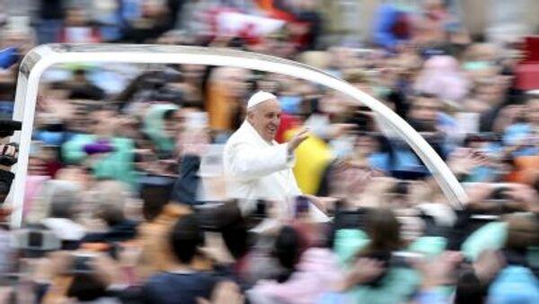 Papież Franciszek na Placu Św.Piotra w Rzymie, 5 kwietnia 2015 - Sputnik Polska