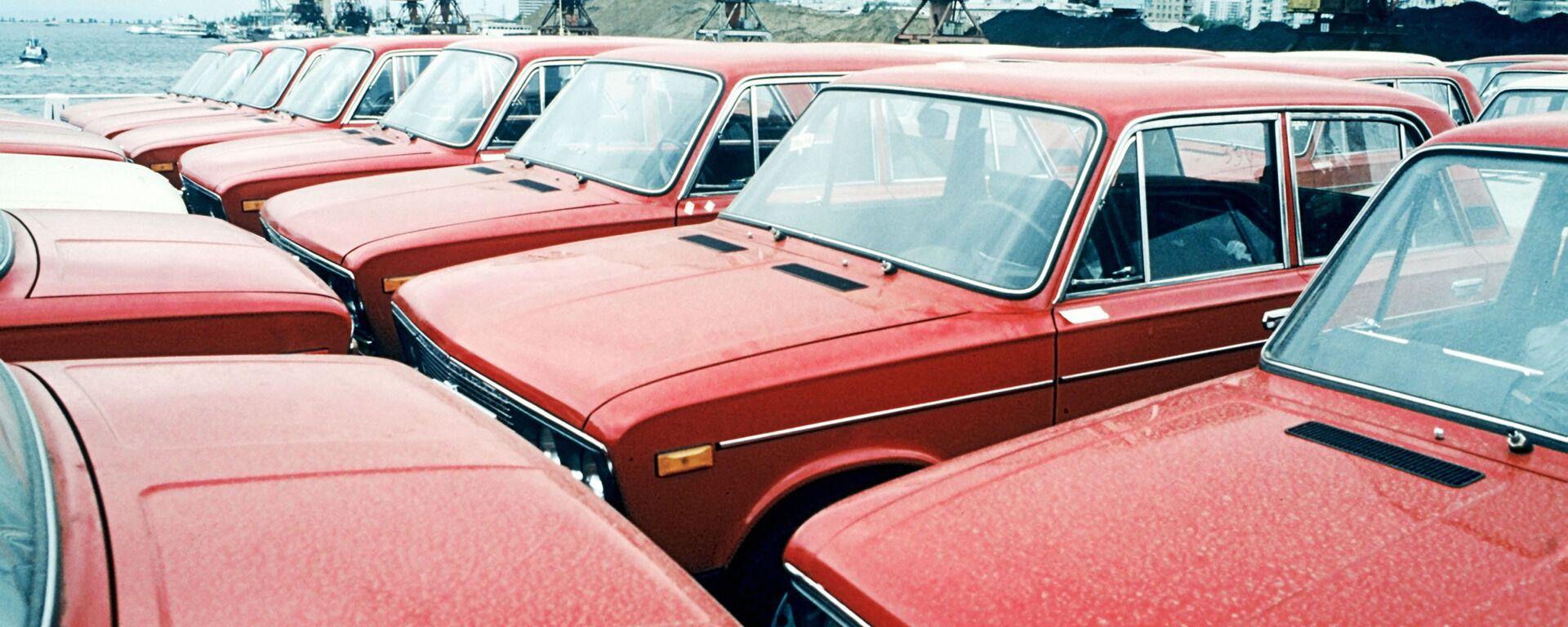 Nowe samochody WAZ-2106 na Wołżskiej fabryce samochodów w Togliatti - Sputnik Polska, 1920, 15.07.2021