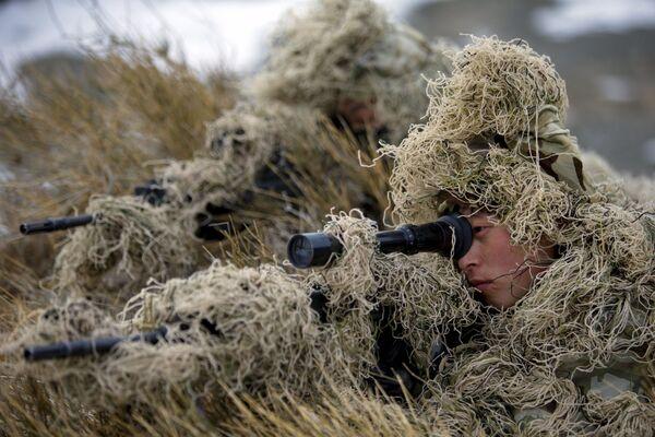 Żołnierze armii ChRL podczas ćwiczeń w bazie prefektury autonomicznej Bayingolin - Sputnik Polska