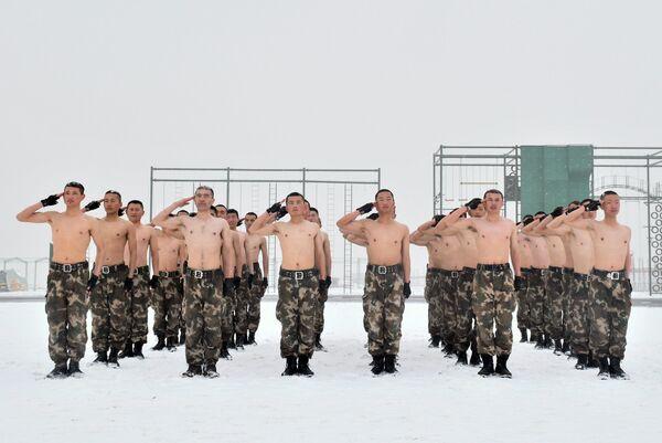 Żołnierze armii ChRL podczas ćwiczeń wojskowych - Sputnik Polska