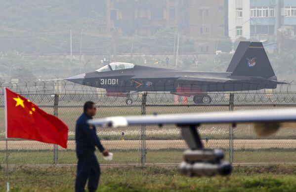 Chiński myśliwiec piątej generacji Shenyang J-31 - Sputnik Polska