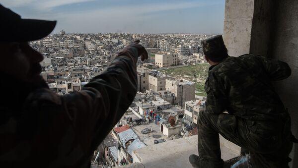Żołnierze syryjskiej armii w Aleppo - Sputnik Polska