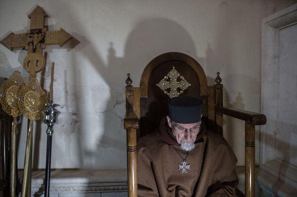 Ksiądz w klasztorze katolickim w mieście Kara w Syrii. - Sputnik Polska
