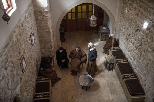 Ksiądz oraz zakonnice w klasztorze katolickim w mieście Kara w Syrii. - Sputnik Polska