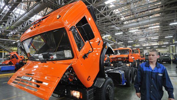 Linia montażu nadwozia i podwozia w fabryce samochodów KAMAZ - Sputnik Polska
