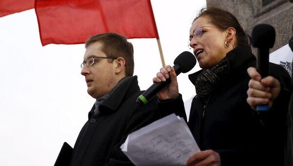 Robert Winnicki z Tatjaną Festerling, jedną z liderów PEGIDA na manifestacji antymifracyjnej w Warszawie 6 lutego 2016 - Sputnik Polska