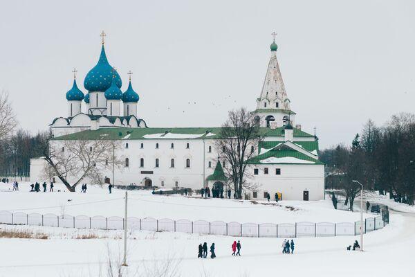 Katedra Bożego Narodzenia i pokoje archijerejskie w Suzdalu - Sputnik Polska
