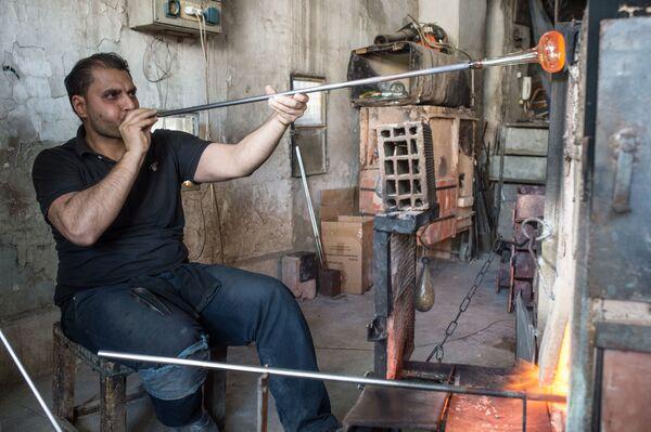 Dmuchacz w warsztacie w Damaszku - Sputnik Polska