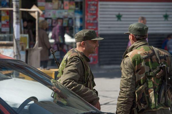 Żołnierze syryjskiej armii na ulicy Damaszku - Sputnik Polska