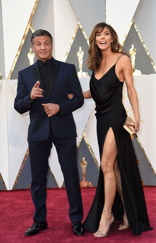 Aktorzy Sylvester Stallone i Jennifer Flavin przed 88. ceremonią wręczenia Oscarów - Sputnik Polska
