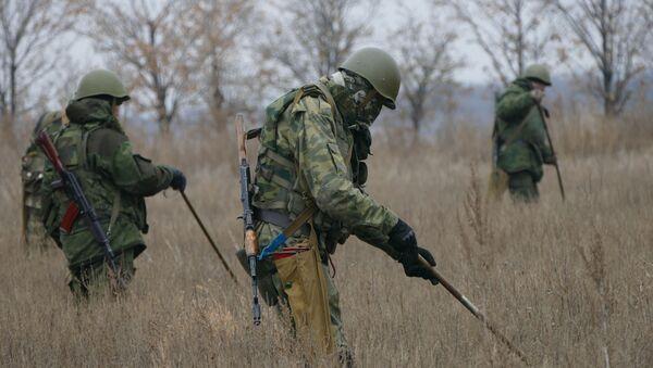Rozminowywanie terenu w pobliżu Donbasu - Sputnik Polska