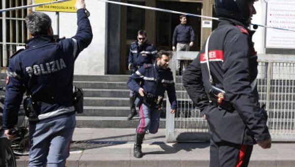 Policja włoska przed gmachem Pałacu Sprawiedliwości, 9 kwietnia 2015 - Sputnik Polska