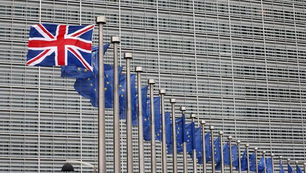 Flagi Wielkiej Brytanii i UE - Sputnik Polska