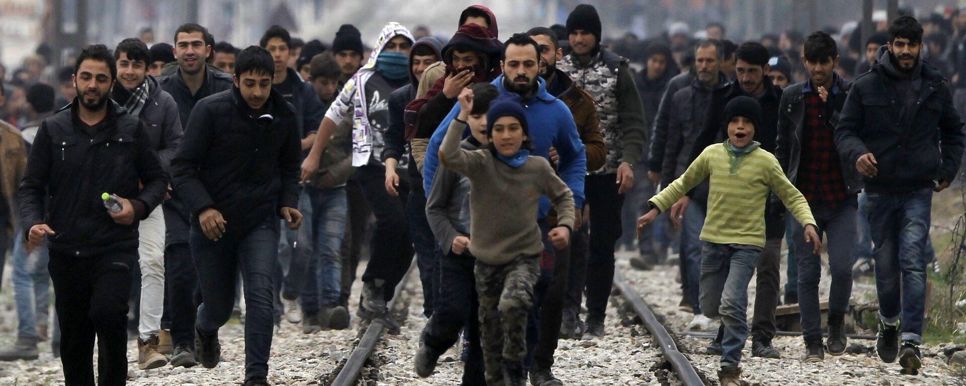 Migranci na grecko-macedońskiej granicy - Sputnik Polska, 1920, 04.10.2021