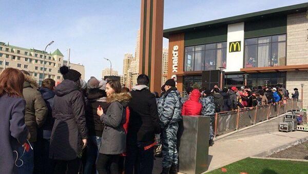 Otwarcie pierwszej restauracji McDonald's w Kazachstanie - Sputnik Polska