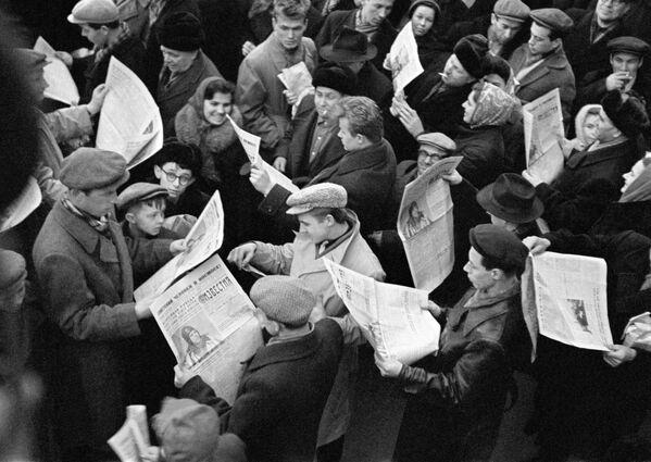 W dniu lotu Jurija Gagarina w kosmos wszystkie gazety w Moskwie zostały wyprzedane - Sputnik Polska