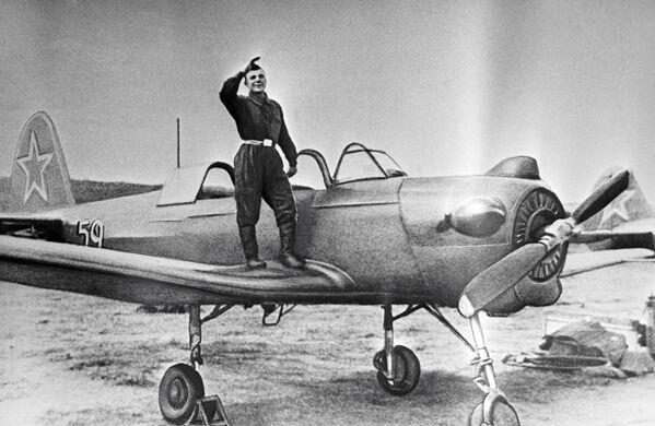 Elew szkoły lotniczej w mieście Orienburg Jurij Gagarin - Sputnik Polska