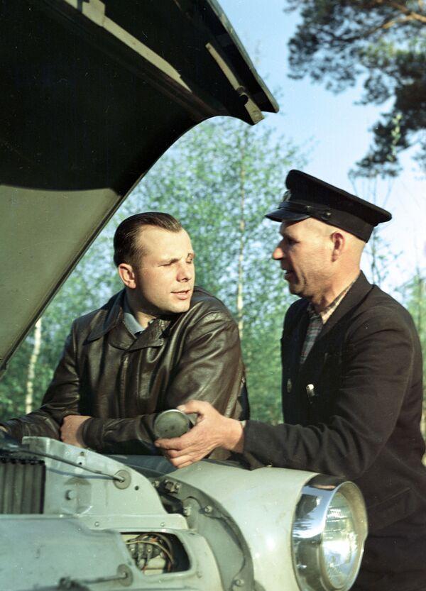 Bohater Związku Radzieckiego Jurij Gagarin na wypoczynku - Sputnik Polska