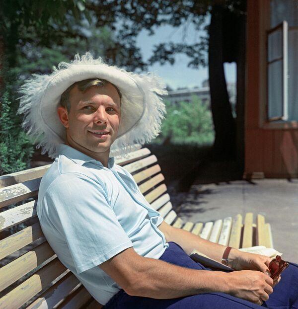 Bohater Związku Radzieckiego Jurij Gagarin na urlopie - Sputnik Polska