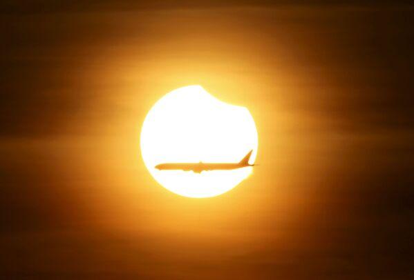 Zaćmienie słońca w Singapurze - Sputnik Polska