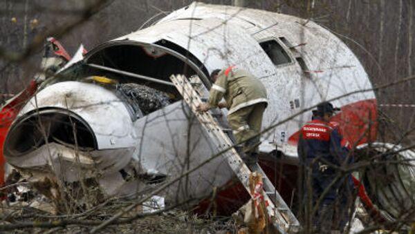 Pracownicy MSN na miejscu katastrofy prezydenckiego samolotu Tu-154 pod Smoleńskiem, 13 kwietnia 2010 r. - Sputnik Polska