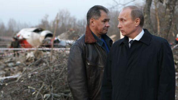 Premier Rosji Władimir Putin i minister spraw nadzwyczajnych Siergiej Szojgu na miejscu katastrofy polskiego samolotu prezydenckiego pod Smoleńskiem, 2010 r. - Sputnik Polska