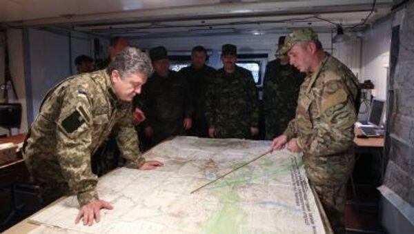 Prezydent Ukrainy Petro Poroszenko w sztabie Gwardii Narodowej w obwodzie donieckim - Sputnik Polska