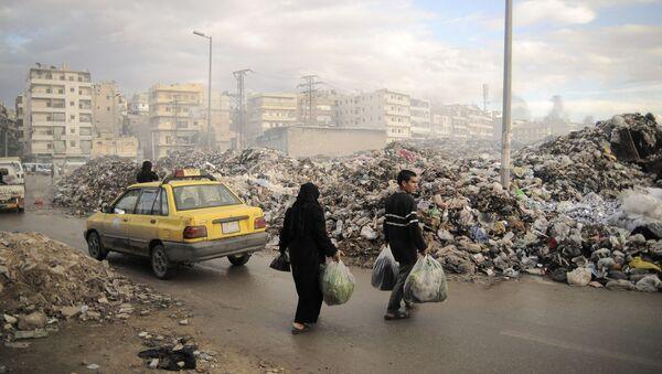 Ludzie na ulicach miasta Aleppo - Sputnik Polska